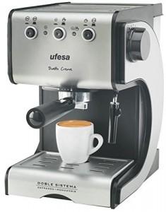 Ufesa CE7141 - Máquina de café, 1050 W, color plata y negro