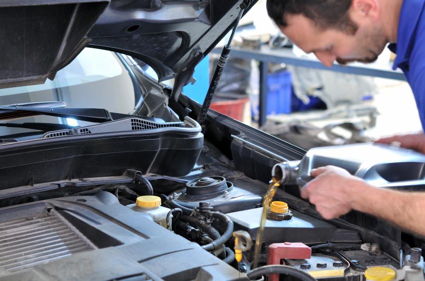 cambiar el aceite del coche cada cierto tiempo es beneficioso