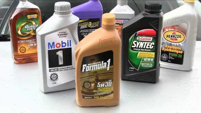 diferentes aceites para el motor de un coche